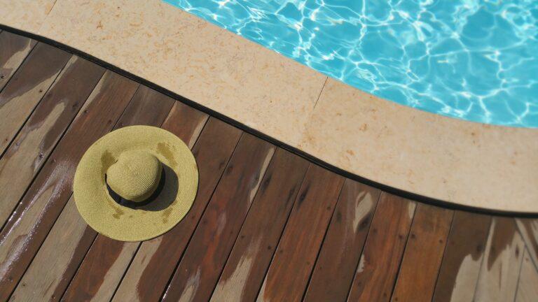 Outdoor, a piedi nudi sul deck