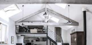 Loft con tetto a capriata in legno - Photo homedsgn