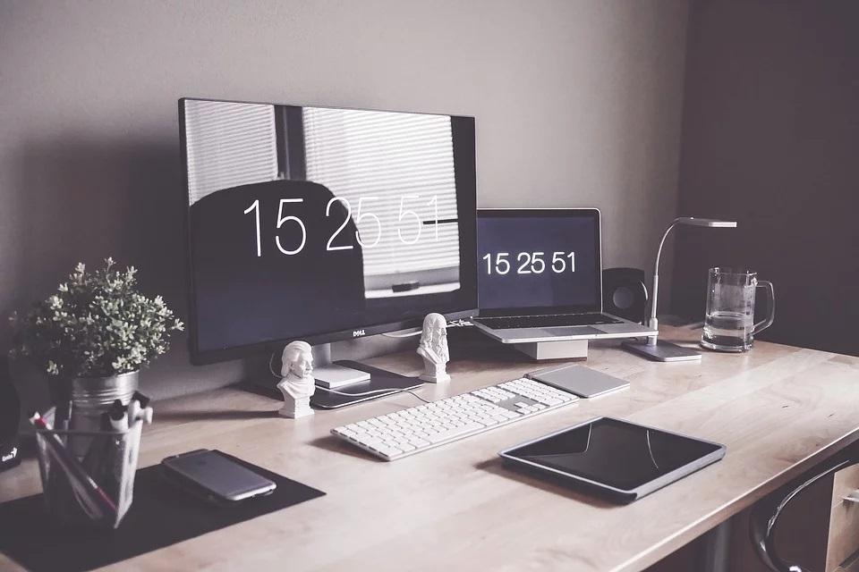 arredare la scrivania in ufficio